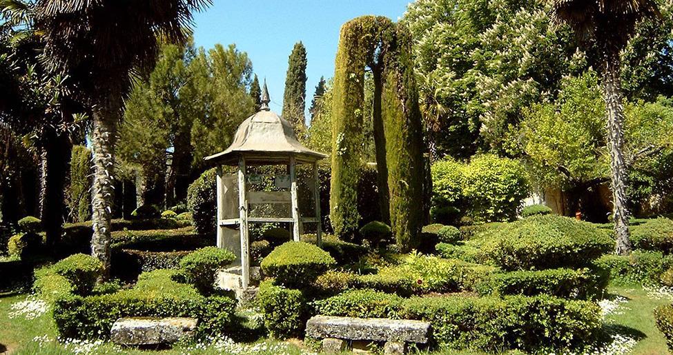 Los jardines del siglo XIX que rodean la Real Fábrica.