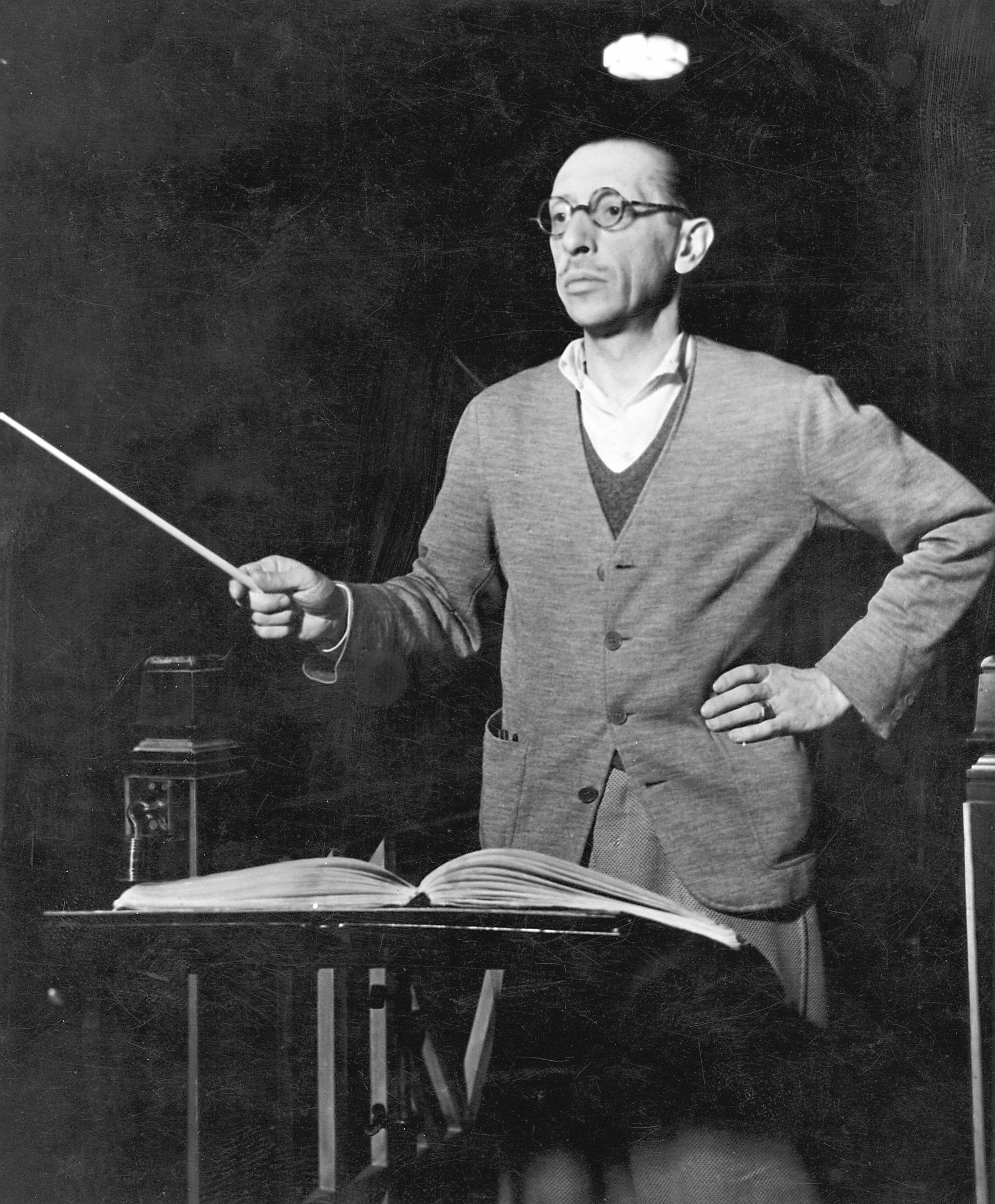 Retrato del compositor ruso Igor Stravinski.