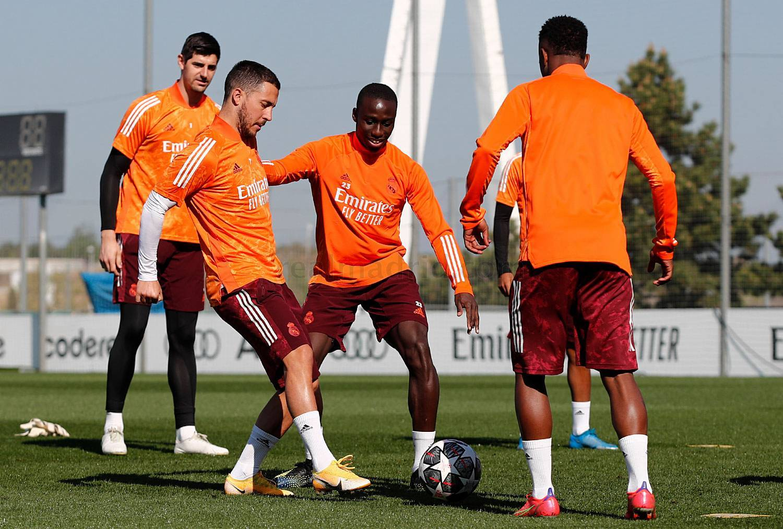 Hazard, durante el entrenamiento de hoy del Madrid.