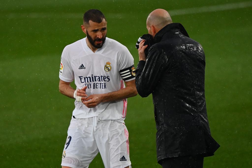 Benzema y Zidane en un partido del Real Madrid
