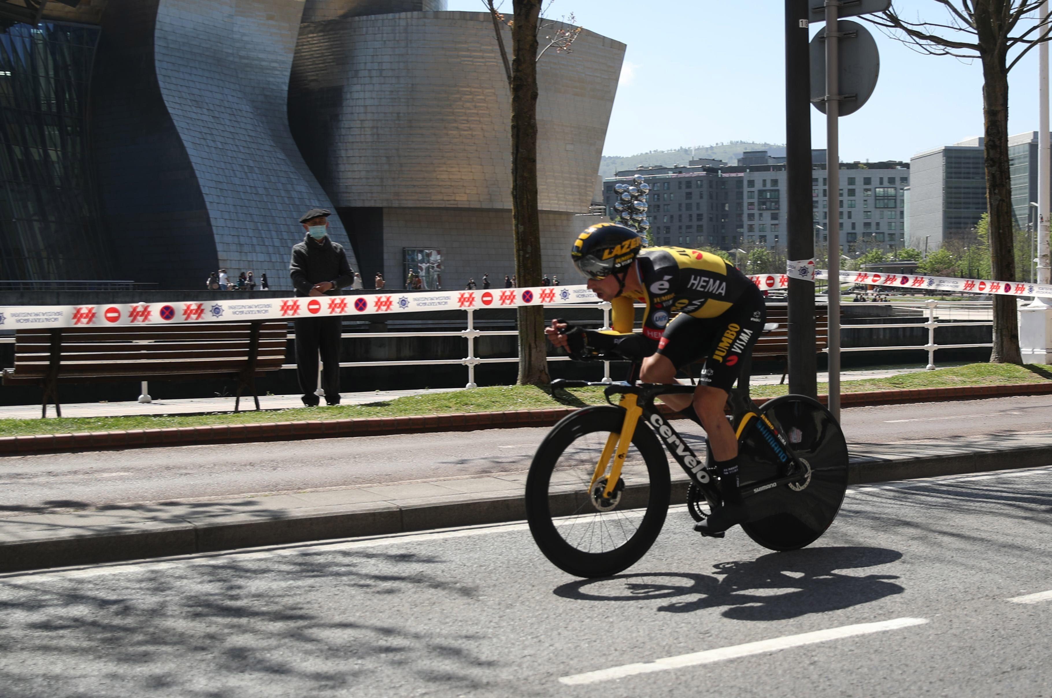 Roglic, durante la crono inaugural de la Vuelta al País Vasco.