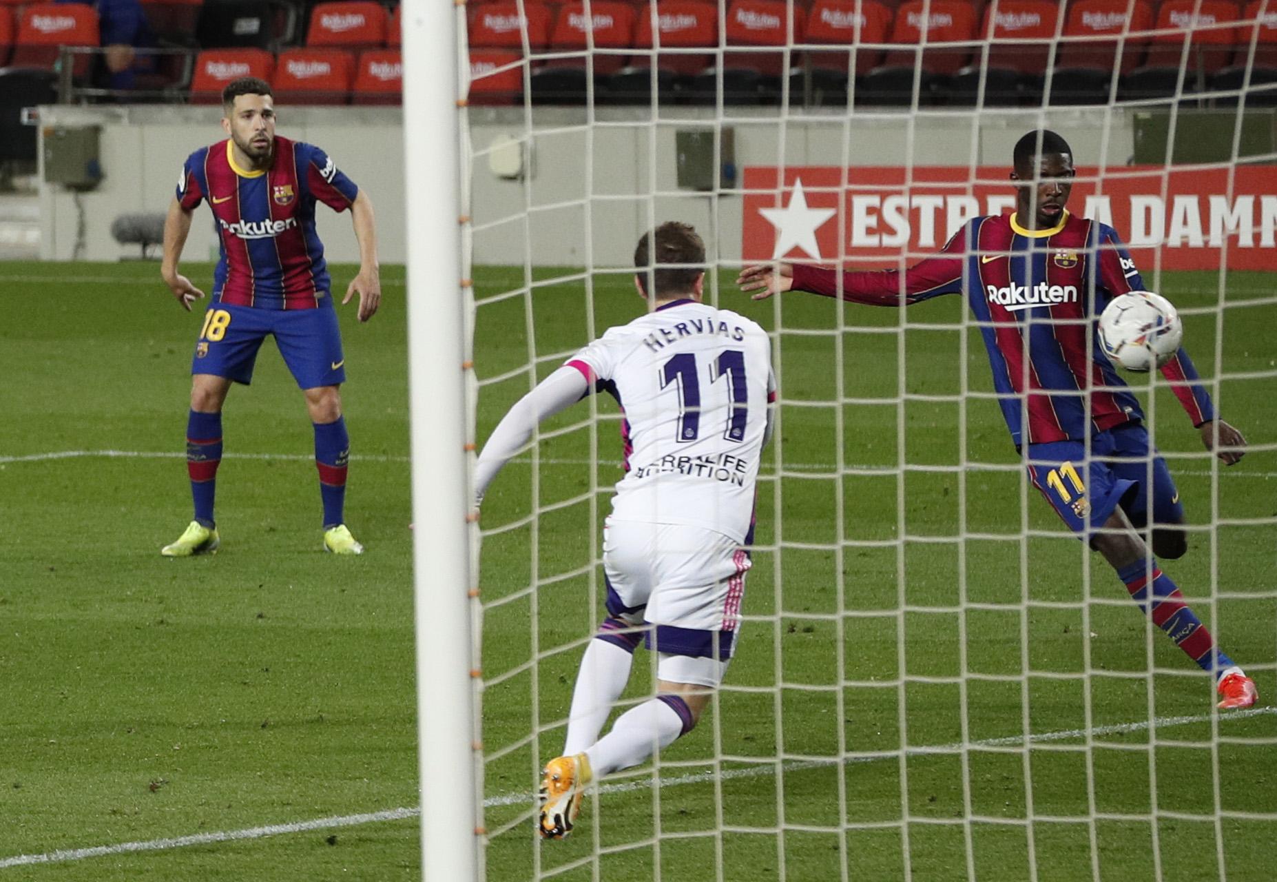 Dembélé se dispone a marcar el gol del triunfo.