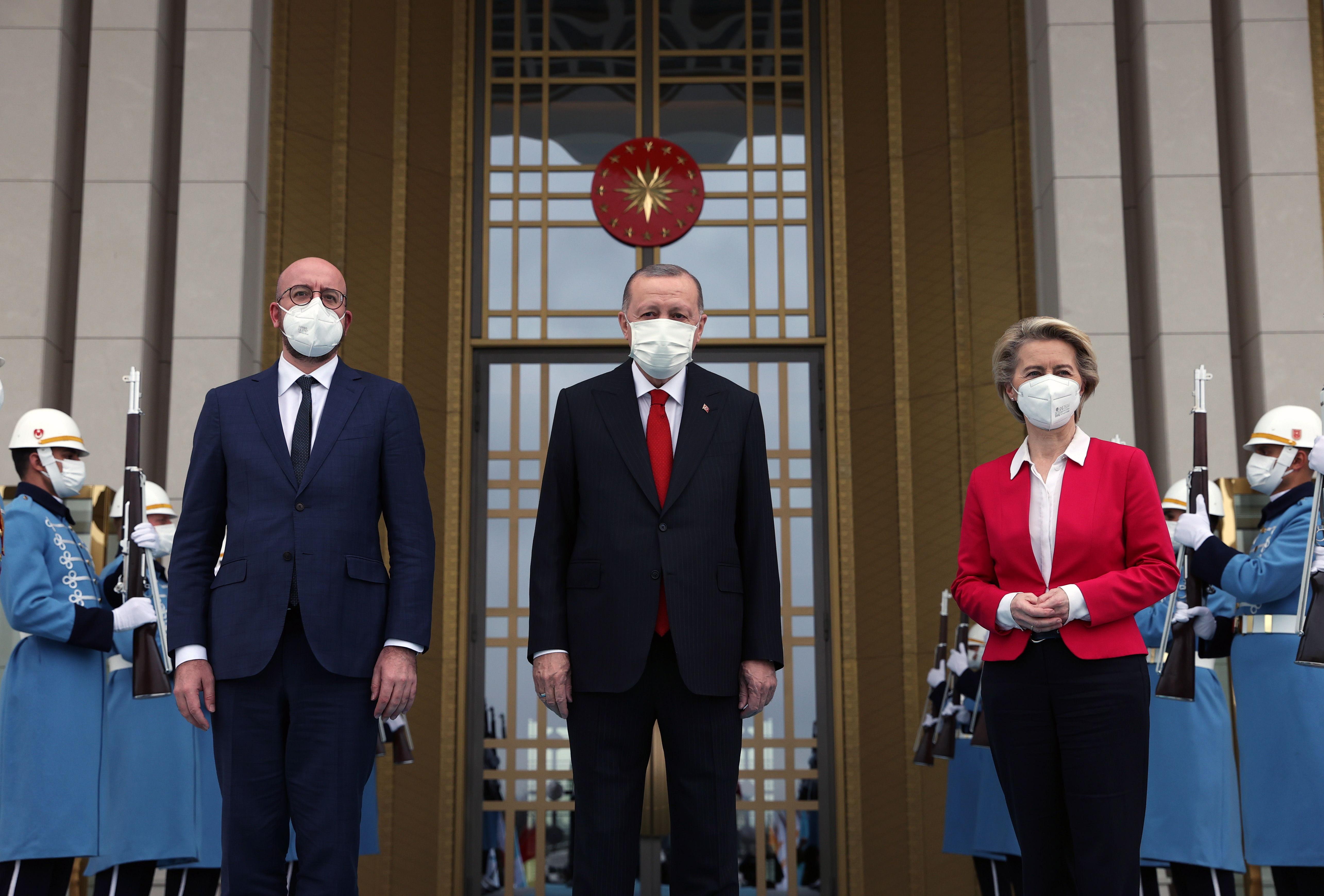 Erdogan recibe a Von der Leyen y Michel, en Ankara.