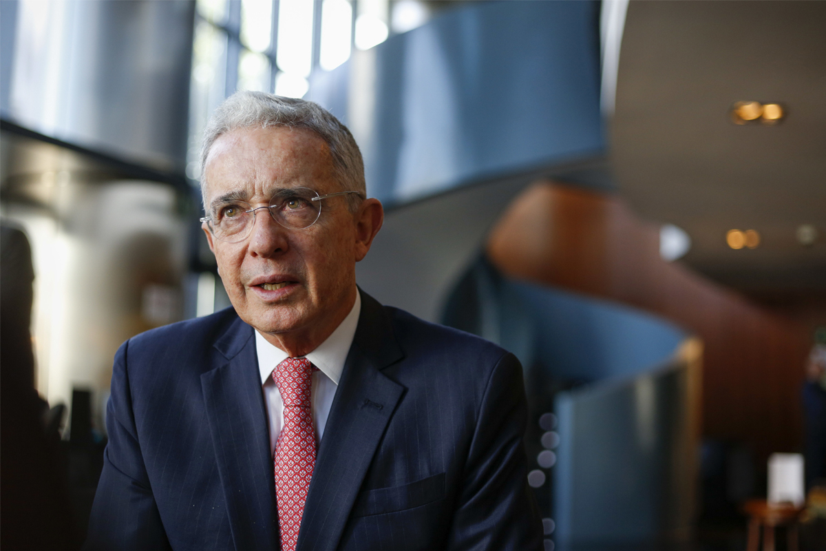 Comienza el juicio que decidirá si el ex presidente colombiano Álvaro Uribe  es procesado | Internacional