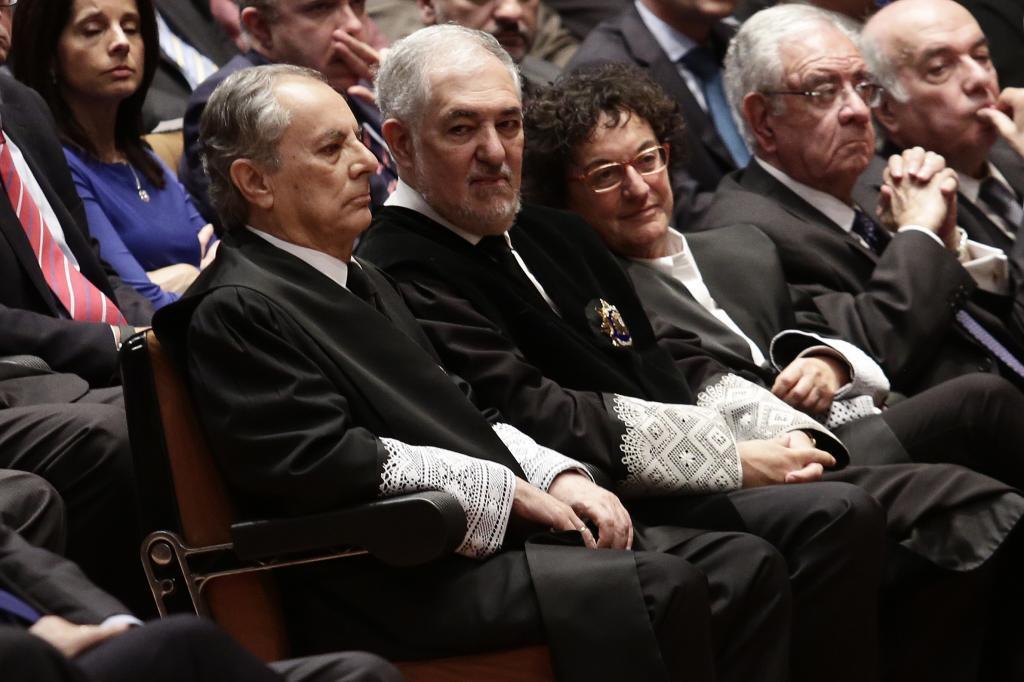 Cándido Conde-Pumpido (centro), en la toma de posesión de nuevos magistrados del Constitucional.