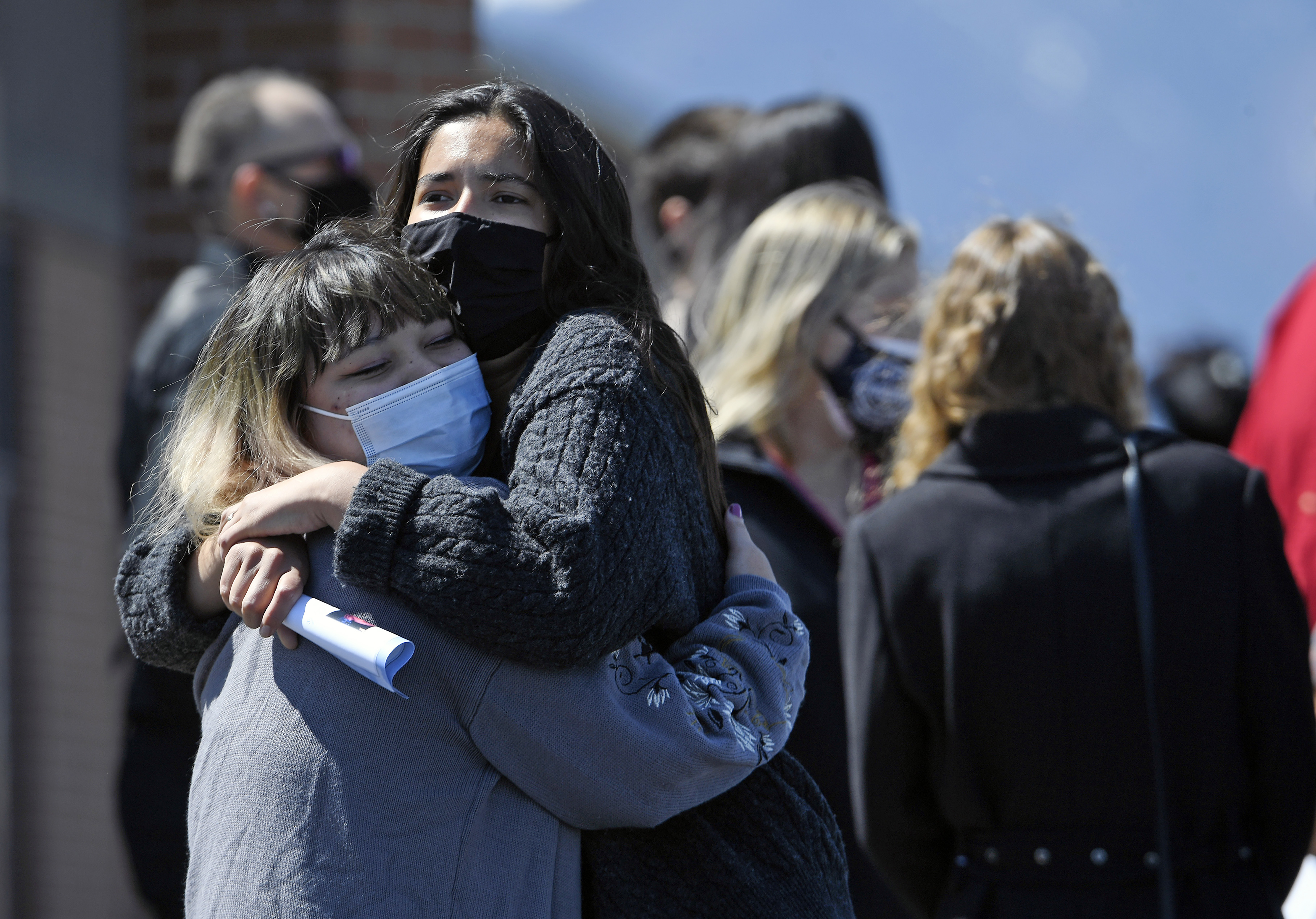 Familiares de la víctima de un tiroteo en EEUU.
