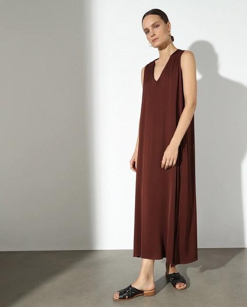 Vestido con corte amplio y minimal de Woman de El Corte Ingles por 119 euros