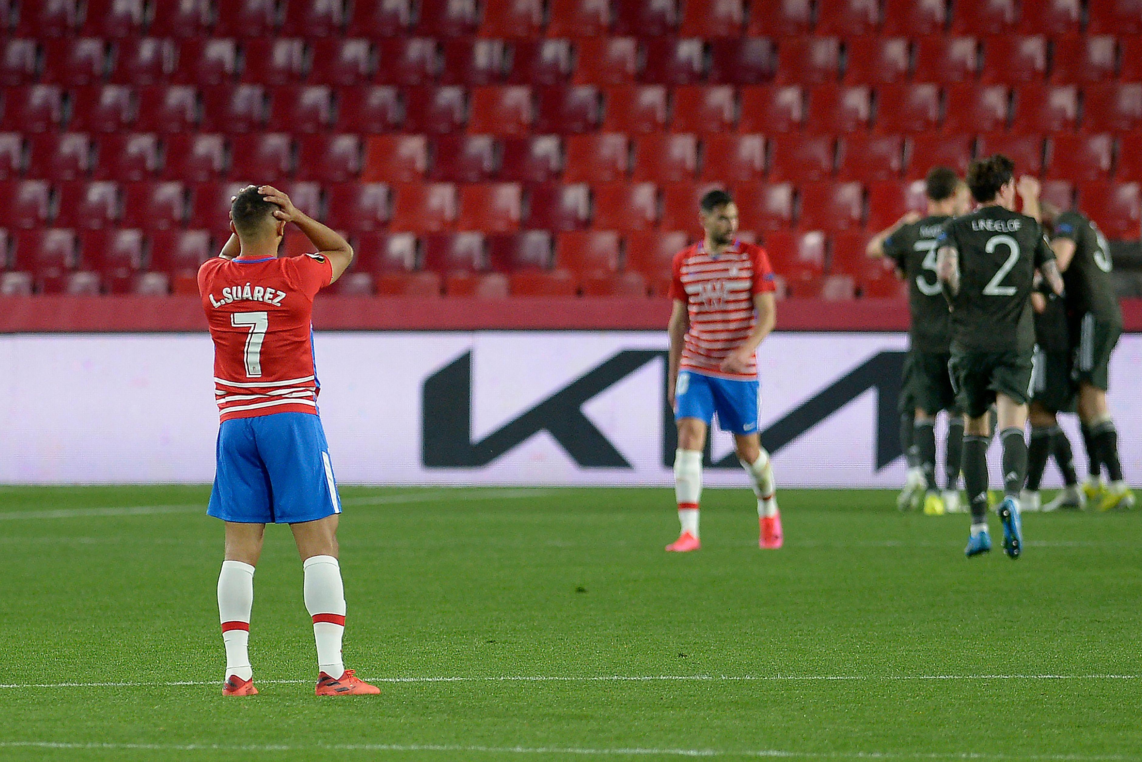 El Manchester derrota al Granada y le baja a la realidad mientras el Villarreal vence en Zagreb