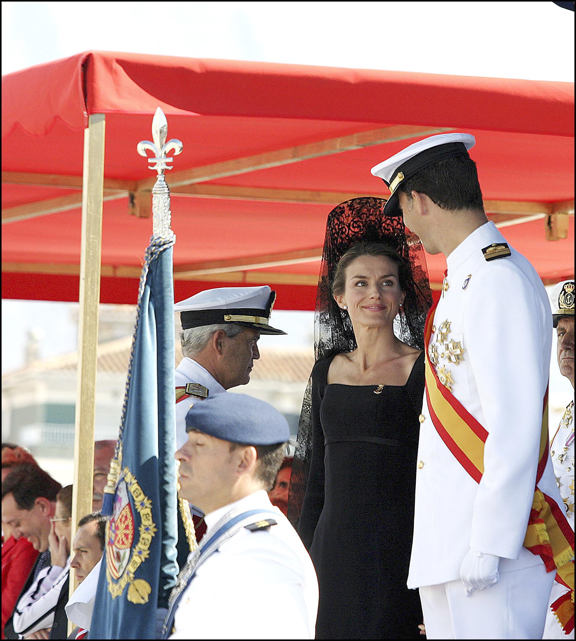 Doña Letizia lució mantilla en un acto de la Guardia Civil en Logroño en 2005