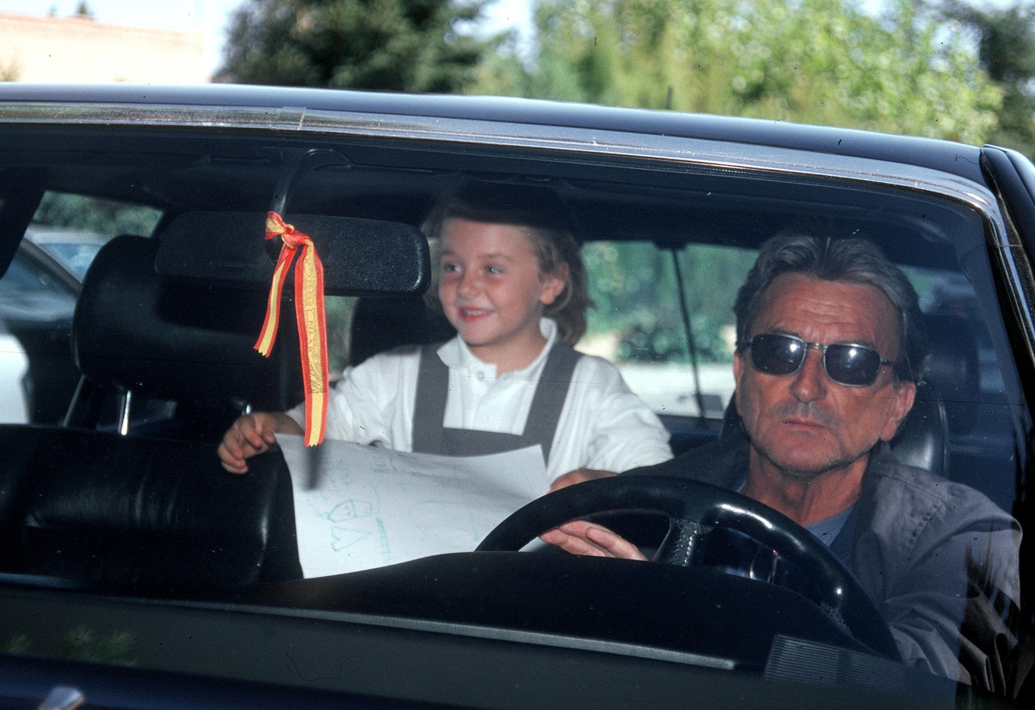 Juan de la Rosa, trayendo a Rocío Flores del colegio cuando ésta era una niña.