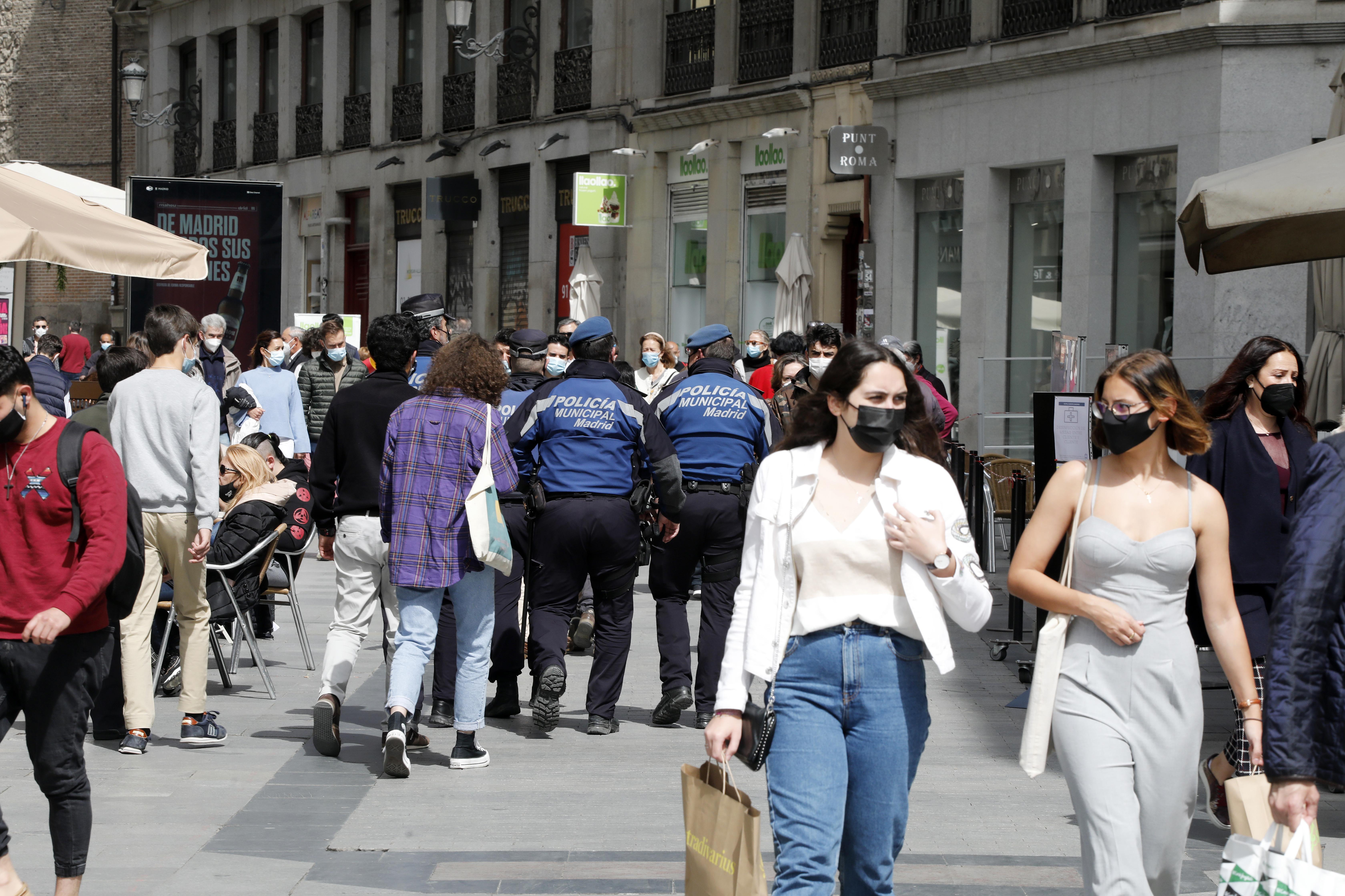 Ambiente con turistas de Madrid en el centro de Madrid.
