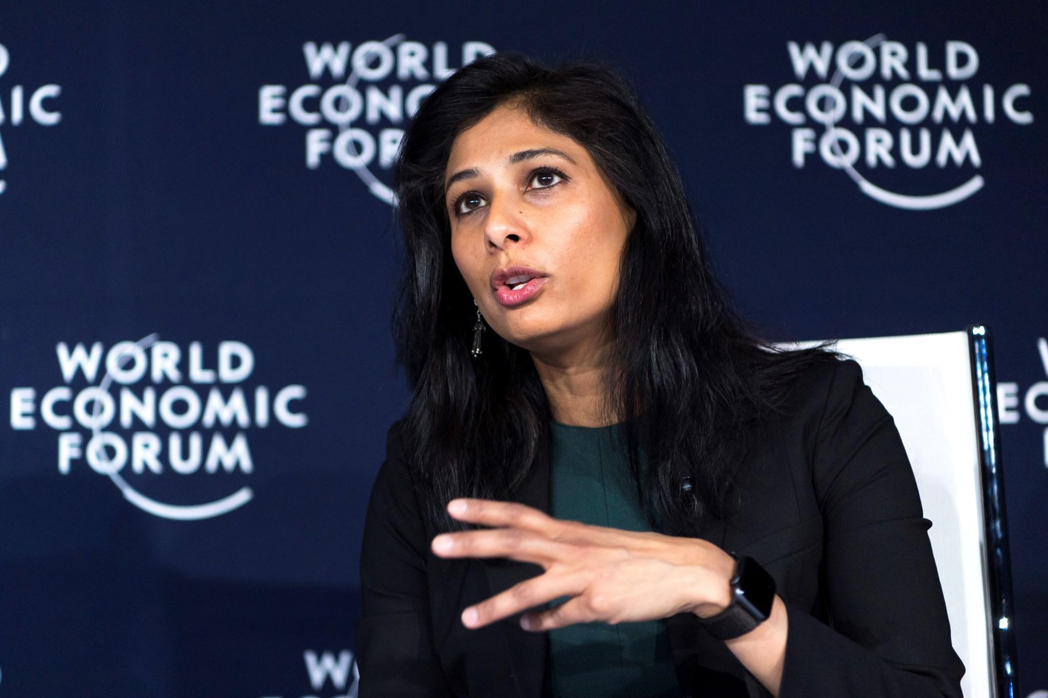 Gita Gopinath, en una sesión del Foro Económico Mundial.
