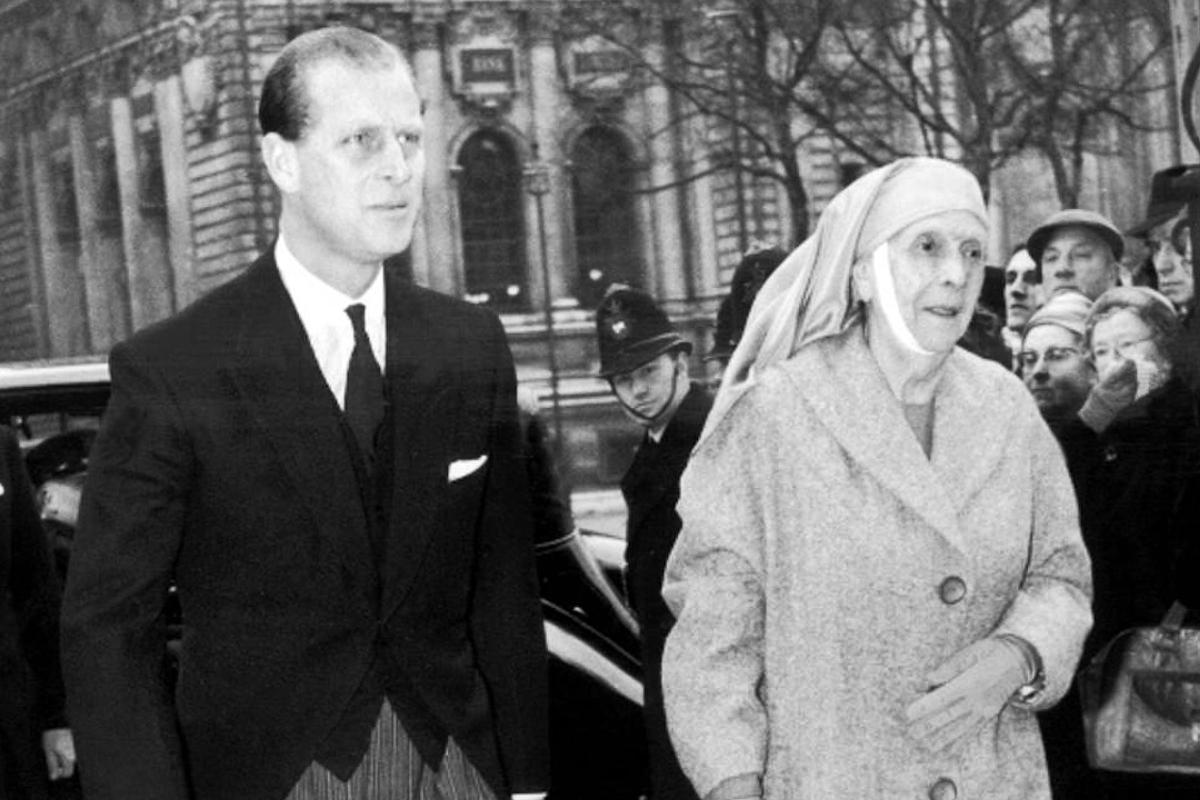 Felipe de Edimburgo junto a su madre.