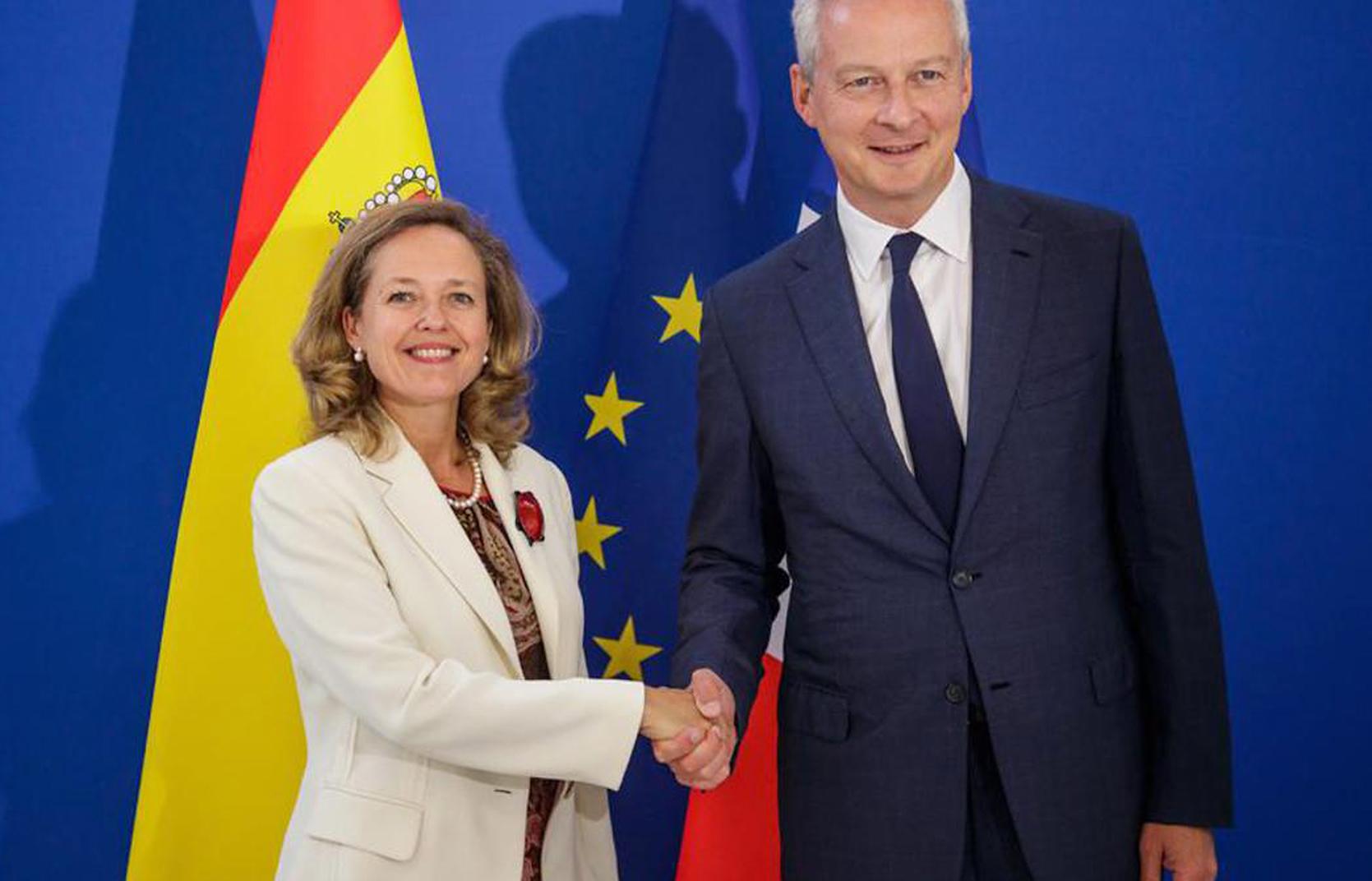 La vicepresidenta de Asuntos Económicos, Nadia Calviño, y el ministro de Economía francés, Bruno Le Maire.