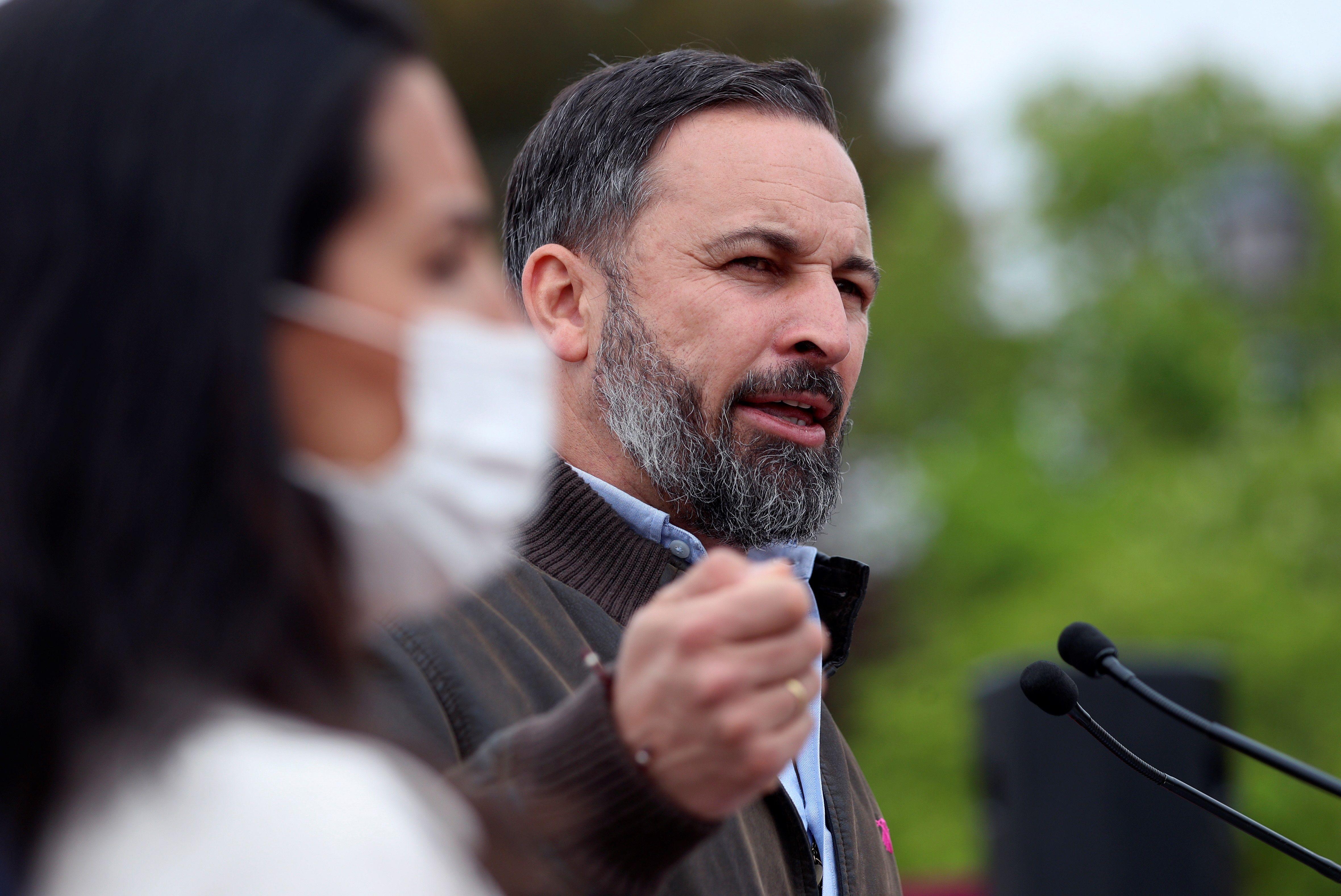 El presidente de Vox, Santiago  Abascal, y la candidata a la Comunidad de Madrid, Rocío Monasterio, asisten a un acto de precampaña en Vicálvaro.