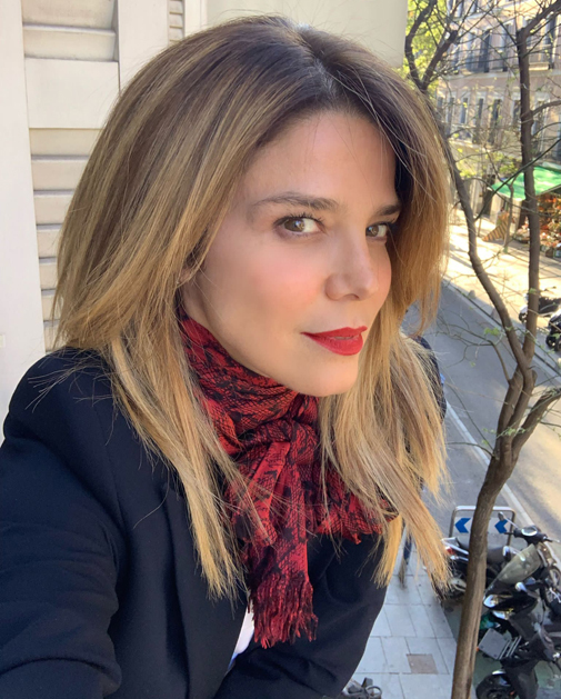 Juana Acosta mechas balayage melena rubia cortes de pelo a capas