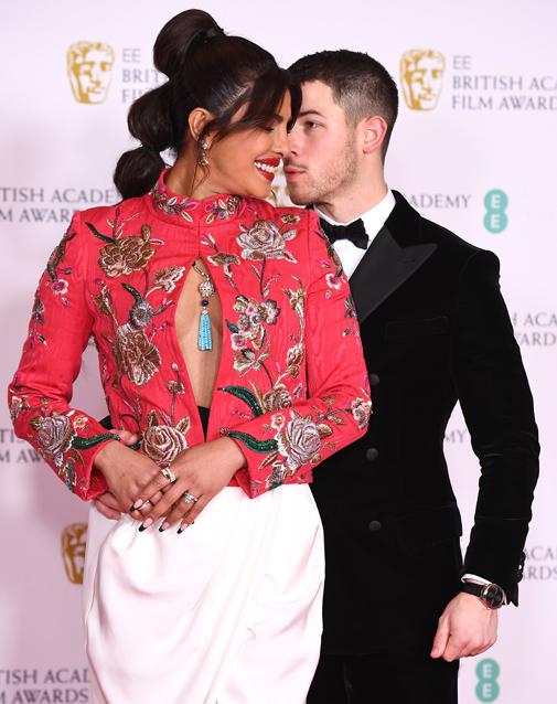 Priyanka Chopra con su marido, Nick Jonas.