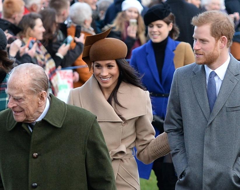 El duque de Edimburgo, Meghan Markle y el príncipe Harry.