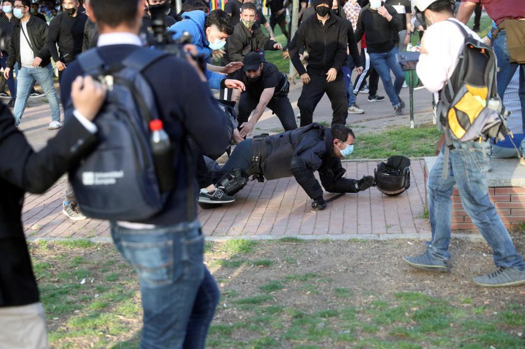 Un joven agrede a un agente de la Policía en Vallecas