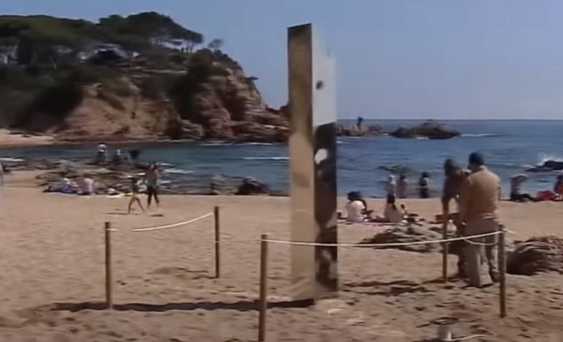El monolito que apareció el 30 de marzo en la Costa Brava