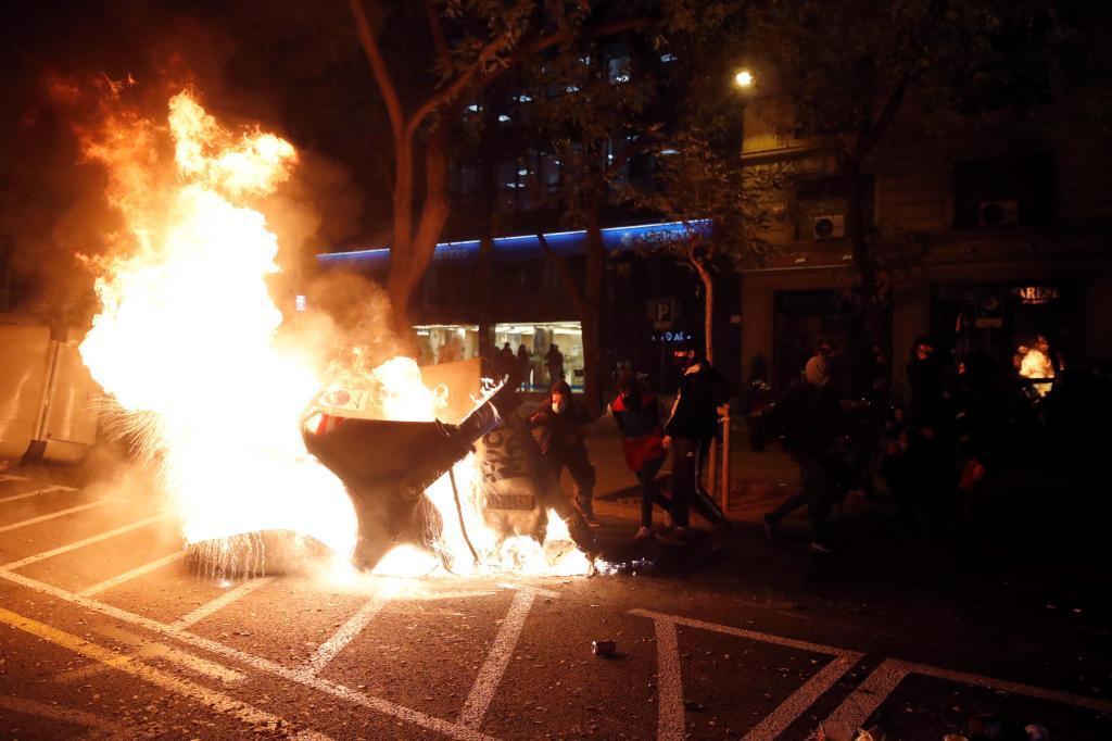Contenedores quemando en Barcelona