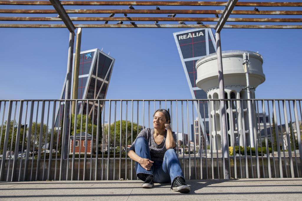 La escritora Esther García Llovet posa para EL MUNDO en plaza de Castilla.