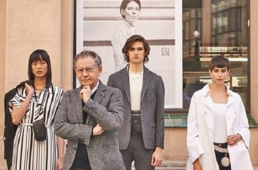 Roberto Verino con varios modelos en las calles del Barrio de Las Letras de Madrid.
