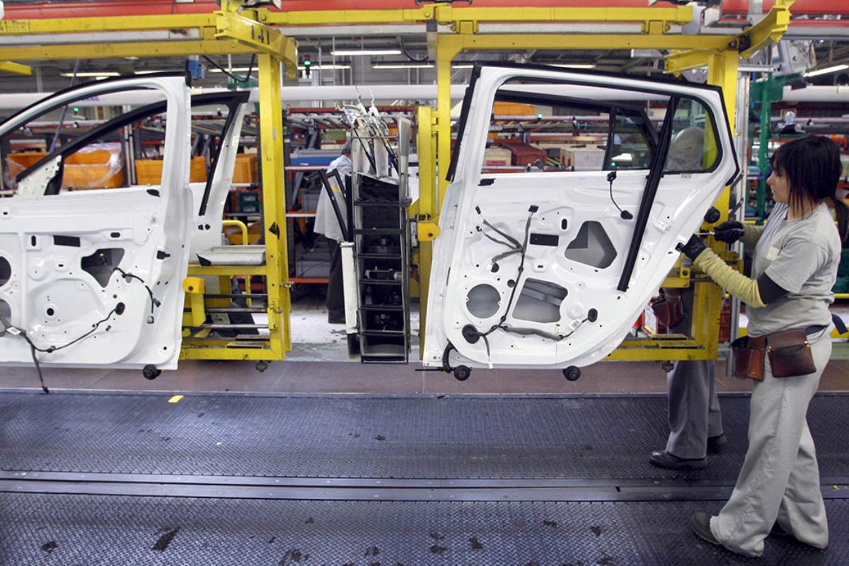 ERTE en las plantas de Renault hasta septiembre por falta de chips