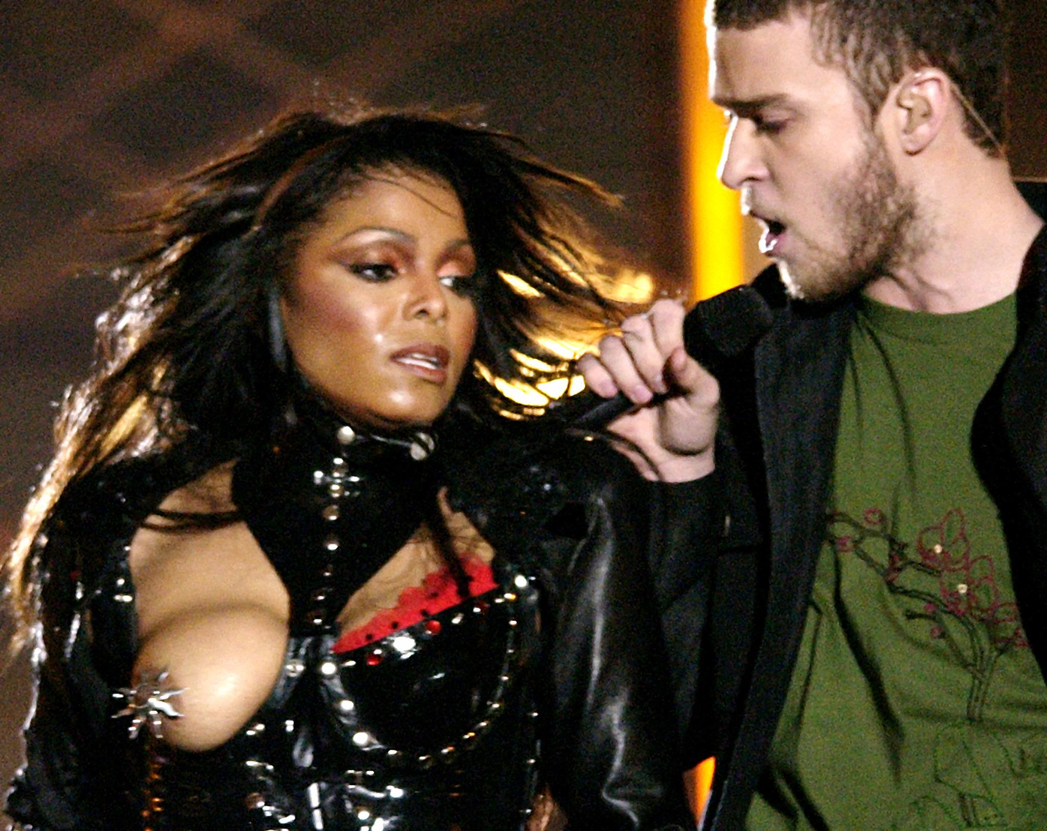 Janet Jackson y Justin Timberlake, en el espectáculo del descanso de la Super Bowl de 2004.