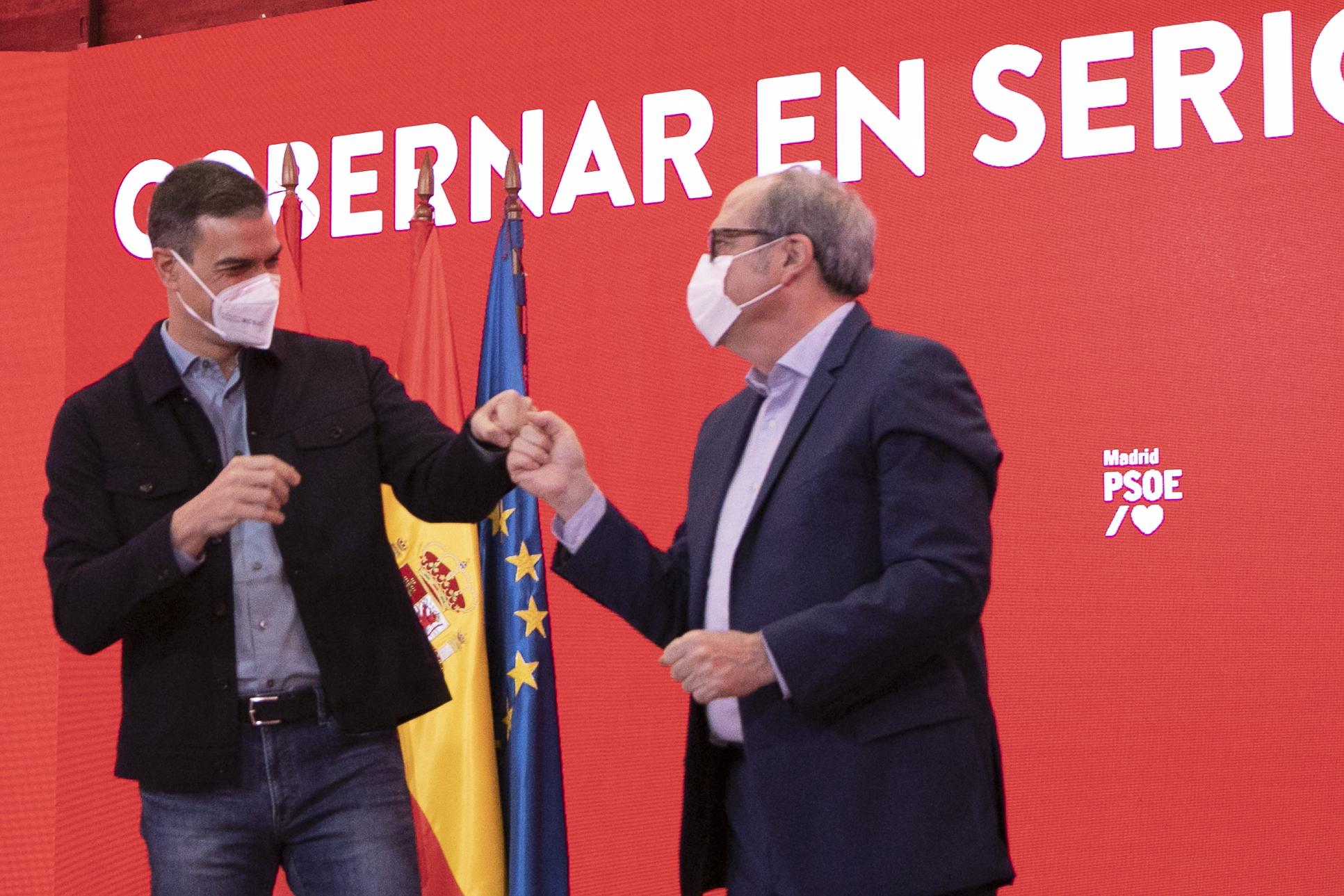 Pedro Sánchez y Ángel Gabilondo, en un acto reciente de precampaña en Madrid.