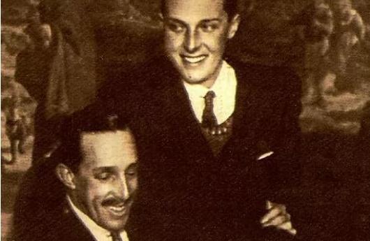 Alfonso XIII (debajo) y su hijo, Alfonso de Borbón y Battenberg.