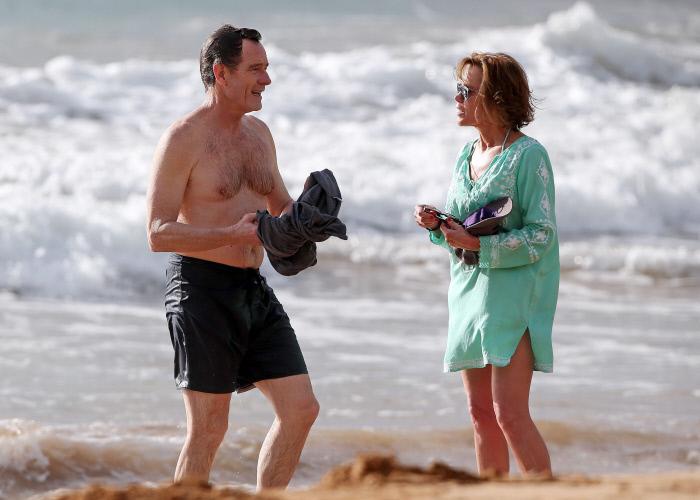 Cranston, con su mujer, Robin Dearden, en las playas de Malibú.