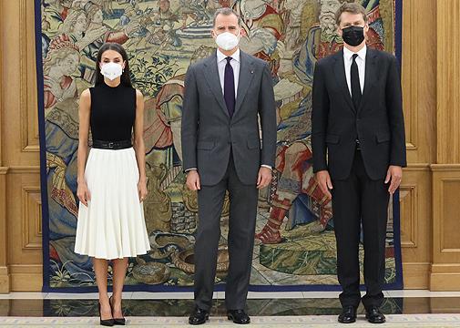 Los Reyes con el embajador del Reino Unido en España.