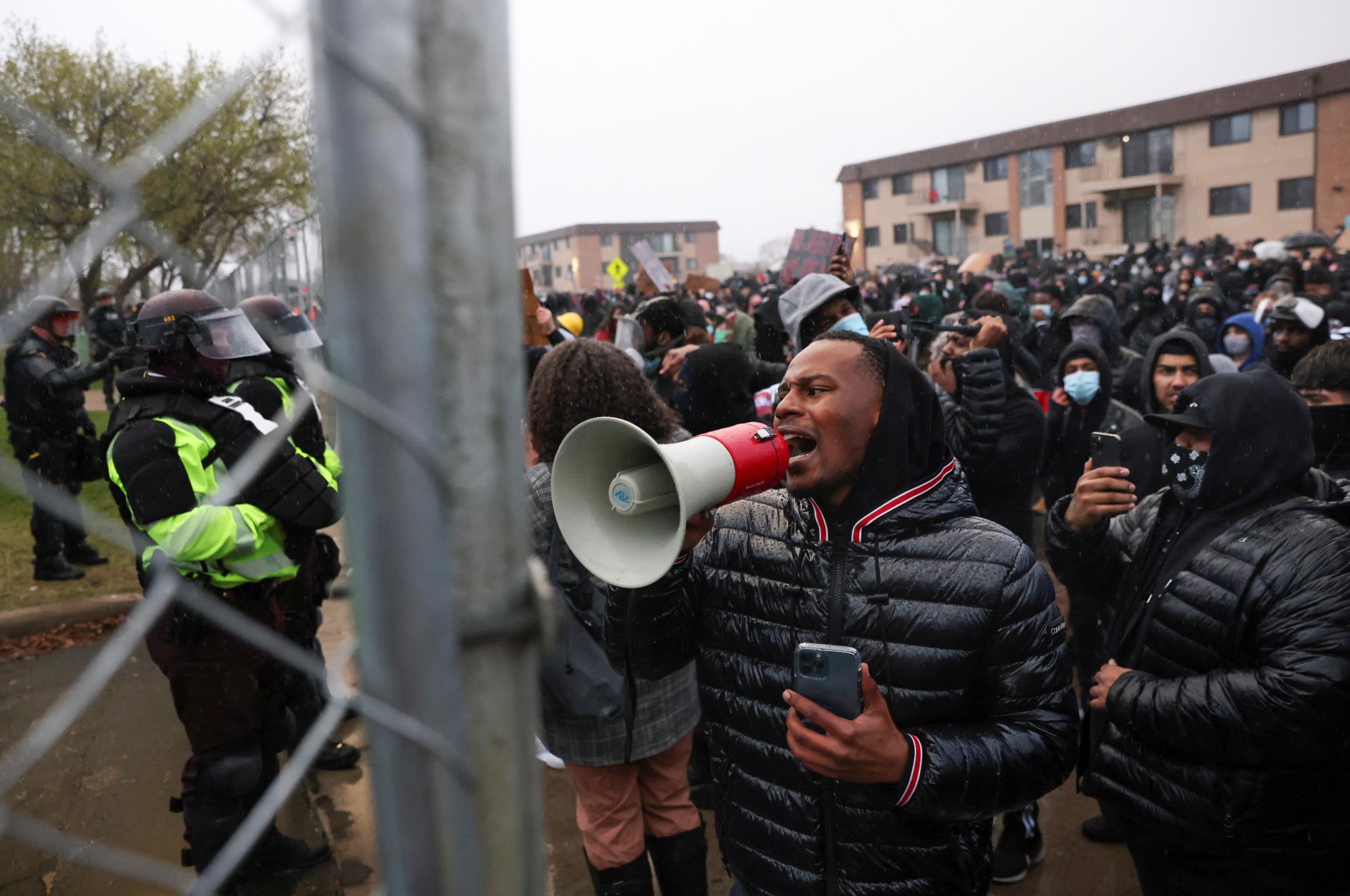 Protestas en Brooklyn por la muerte de Daunte Wright.
