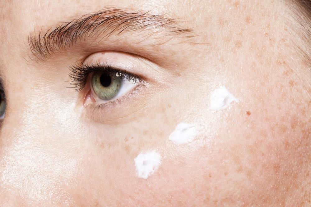 Clinique, Vichy, Garnier... Estos son los mejores contornos de ojos para retrasar el envejecimiento de la piel.