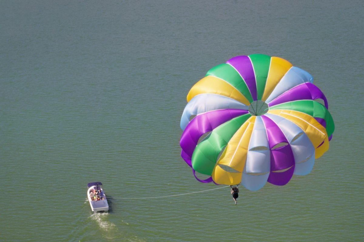 El paracaídas desde el que se precipitó al vacío Sara Guzmán.