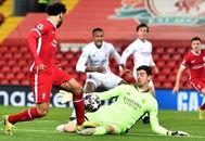 Courtois, ante una oportunidad de Salah, en Anfield.