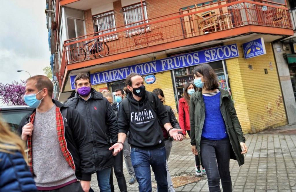 El candidato de Unidas Podemos, Pablo Iglesias, durante una reciente visita a Vallecas.