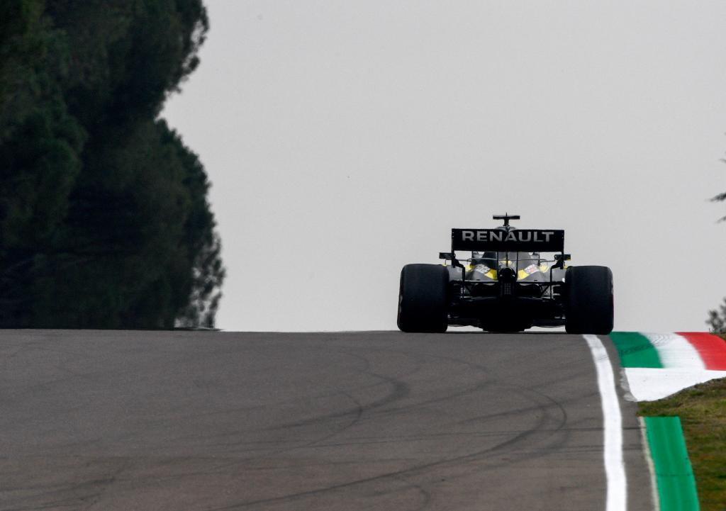 Ricciardo, con el Renault, durante el GP de Emilia Romaña 2020.