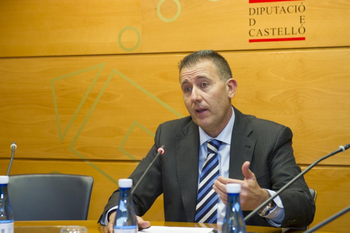 El portavoz de la Diputación, Vicent Sales, ha quedado 'tocado'  al apoyar a Carmina Ballester en la candidatura.