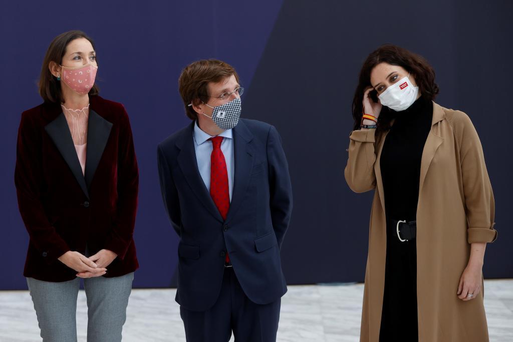 La ministra de Industria Reyes Maroto, junto a la presidenta de la Comunidad de Madrid, Isabel Díaz Ayuso, y el alcalde de Madrid, José Luis Martínez-Almeida, en la presentación de la nueva marca de Ifema.