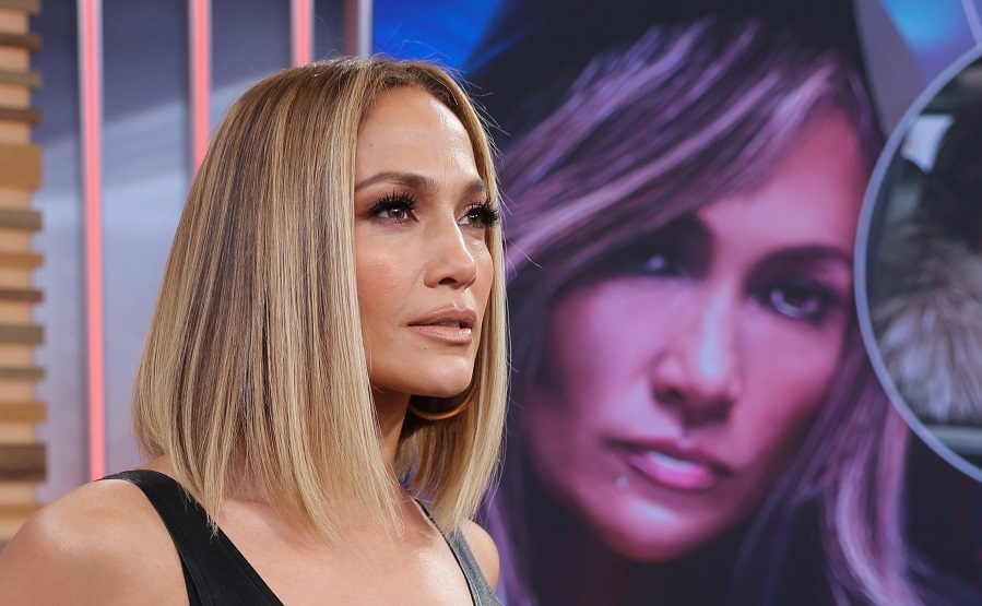 El carré medio y liso es el corte de moda que hará las delicias del pelo fino - Jennifer Lopez
