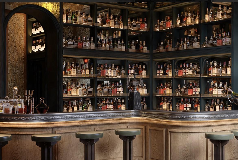 La barra del bar de tapas Manero, en Madrid.