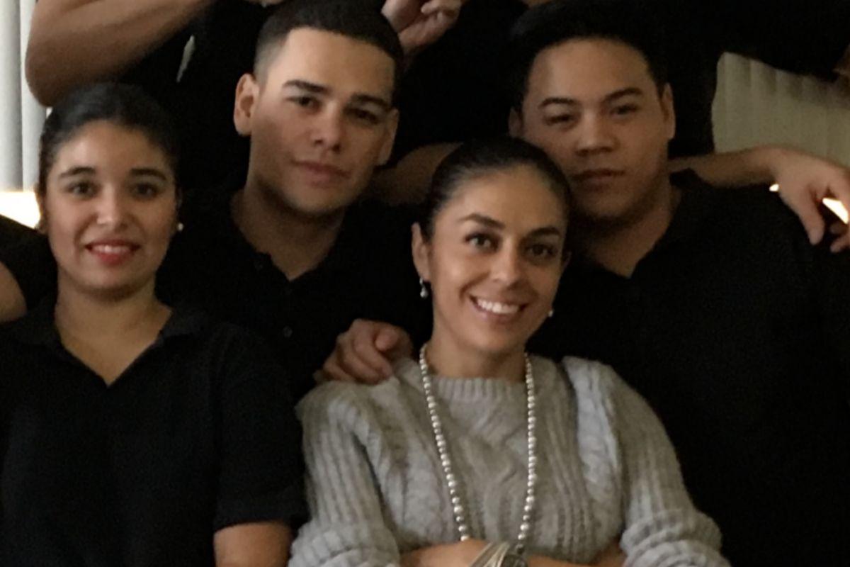 Andrea, en el centro, con parte de su equipo.