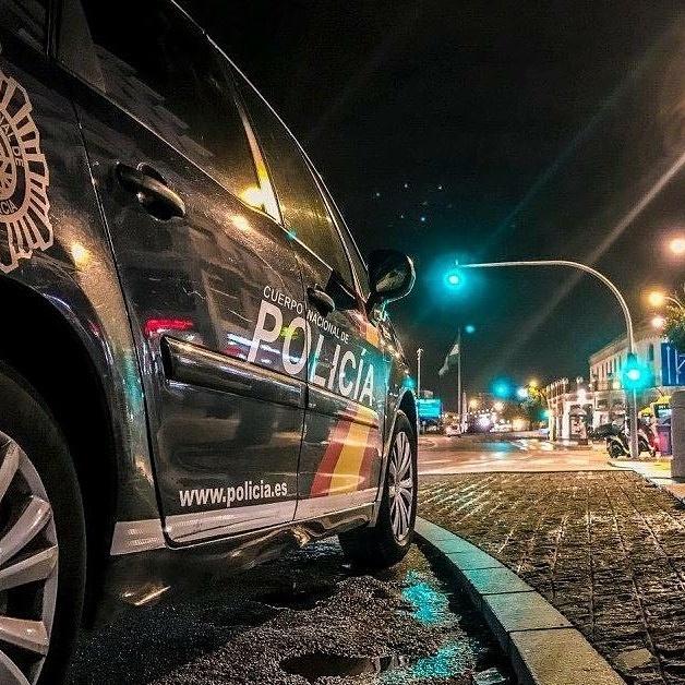Un coche patrulla durante una intervención.