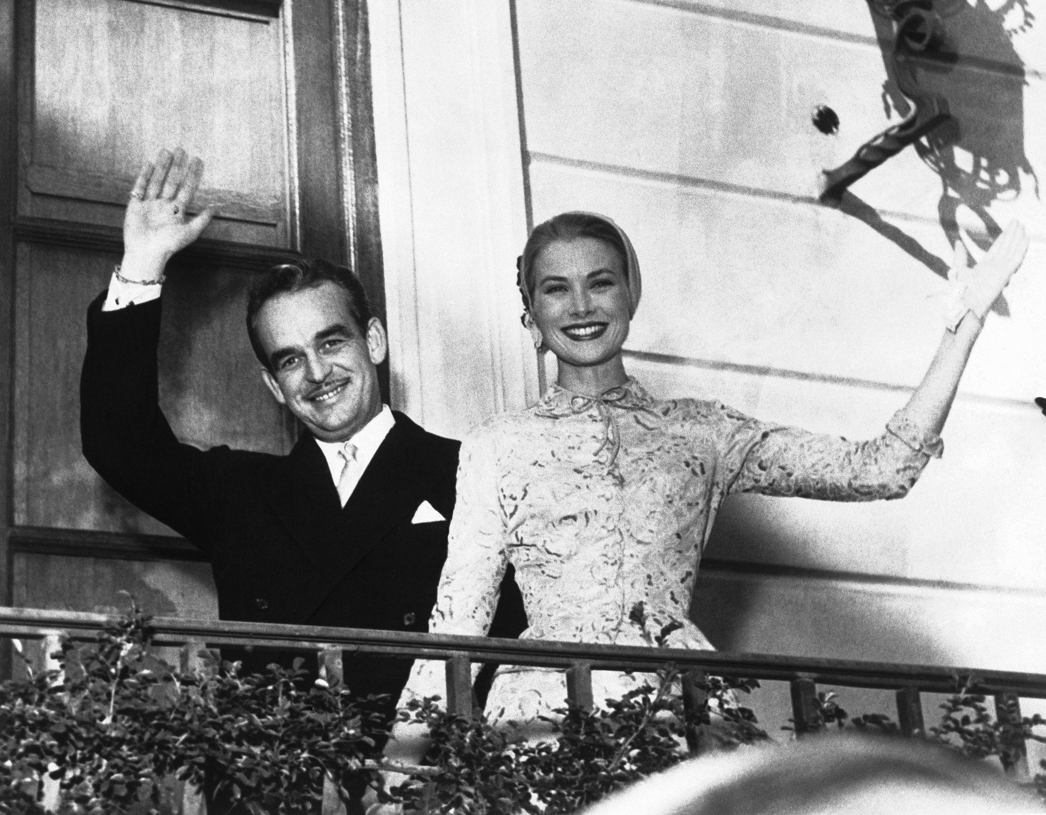 Rainiero de Mónaco y Grace Kelly, tras su enlace.
