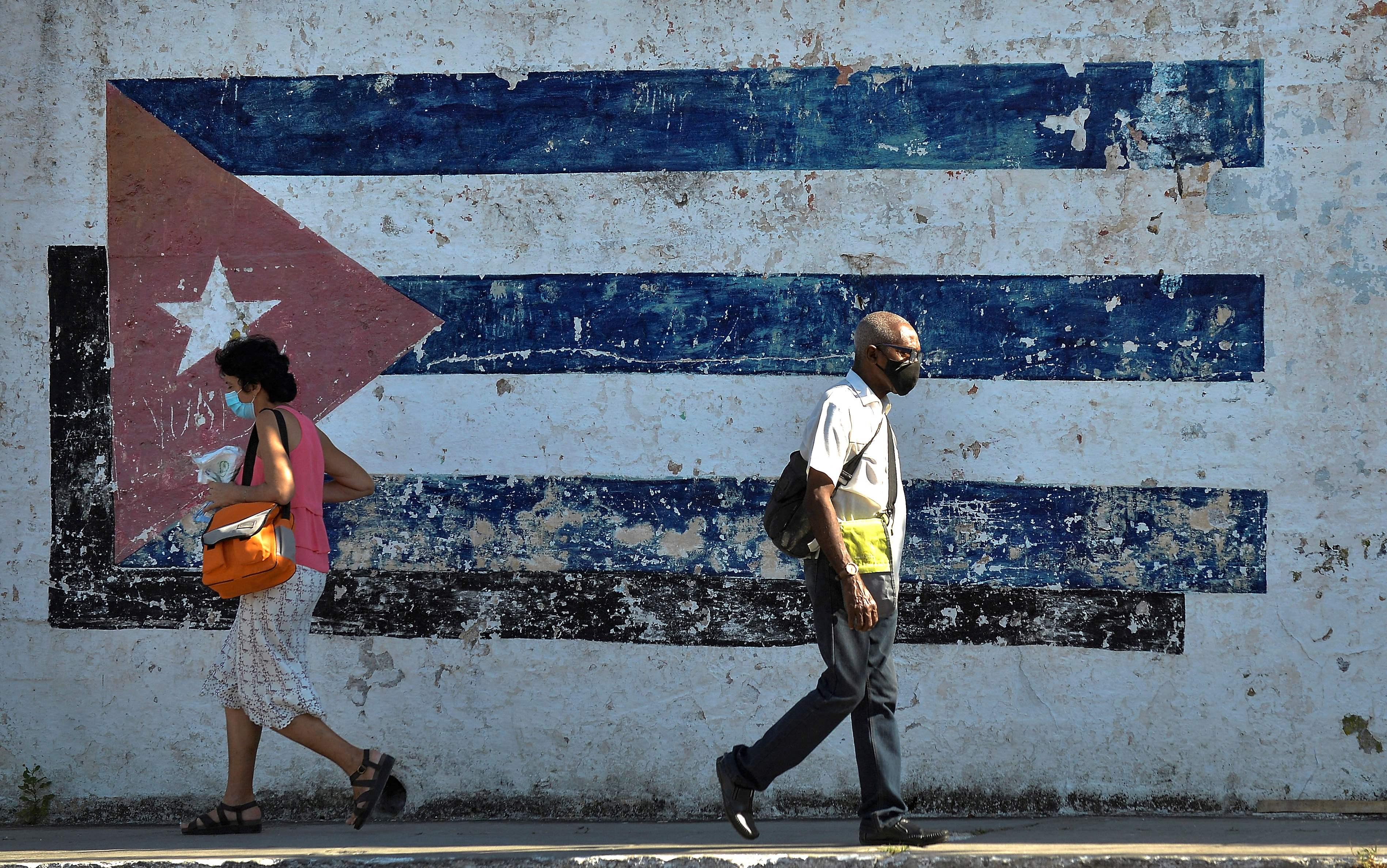 Pared con la bandera cubana, La Habana.