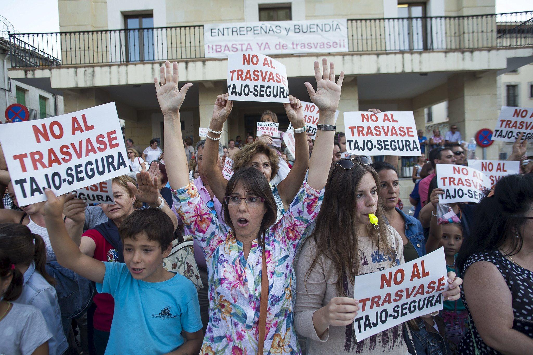 Concentraciones contra el trasvase en Sabucedo en 2015.