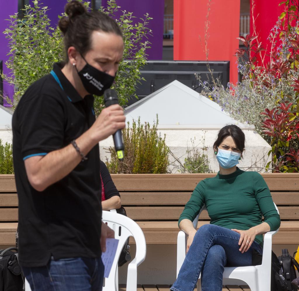 Pablo Iglesias e Isa Serra, en un acto sobre Derechos LGTBI.