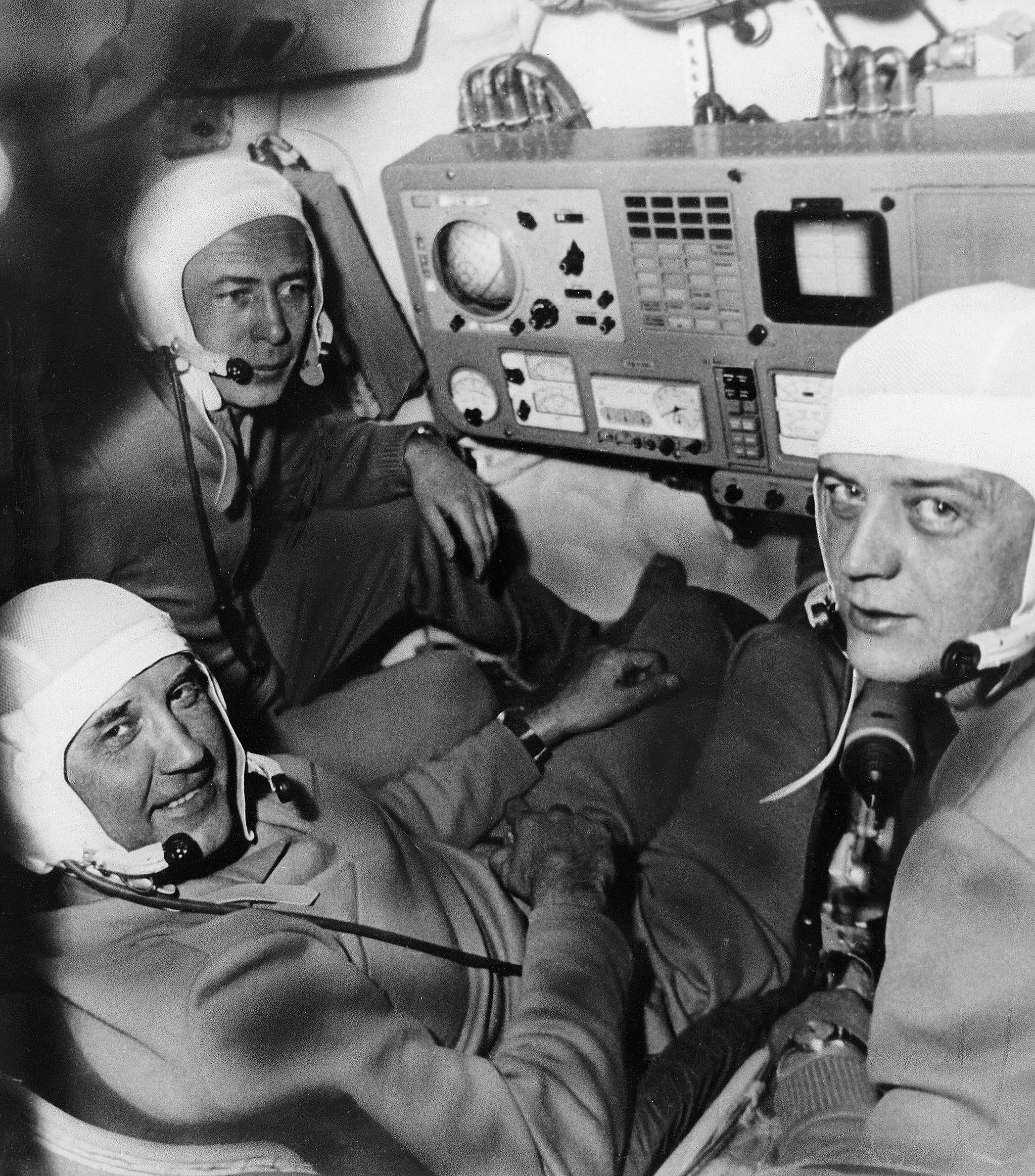 Georgui Dobrovolski, Vladislav Vólkov y Viktor Patsayev, tripulantes de la Soyuz 11, estrenaron la estación Salyut 1 y murieron durante el regreso, tras estar 23 días